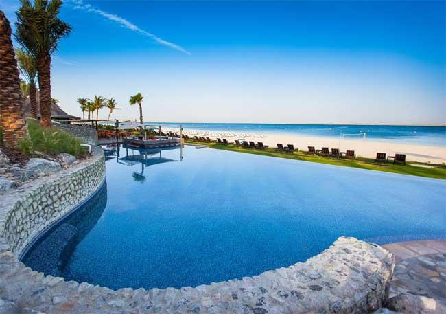 Dubai počitnice, hotel JA Palm Tree Court, bazen