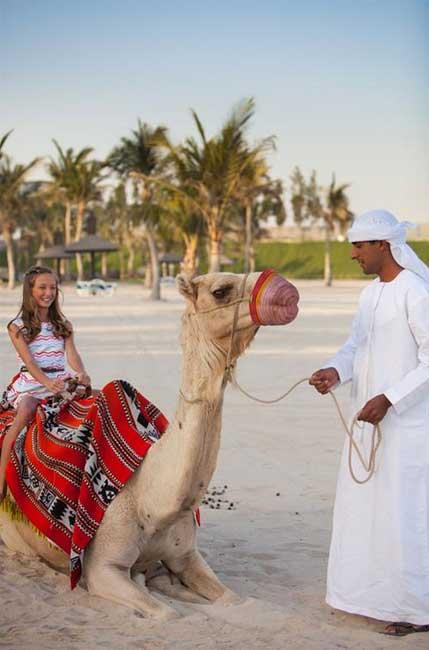 Dubai počitnice, hotel JA Palm Tree Court, jahanje kamele